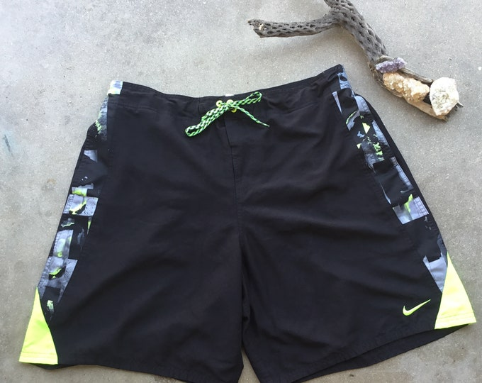 Men's Nike Athletic shorts in great shape, Size 2XL. Free Shipping