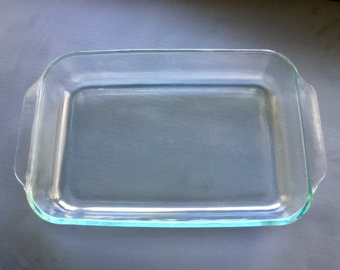 Vintage 1980s Large 3qt Pyrex rectangular bakers casserole dish in clear aqua. Free Shipping