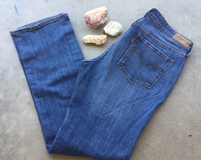 Women's Levi's San Francisco Jeans, Straight Leg. Size 8.  Free Priority Mail Shipping in the USA