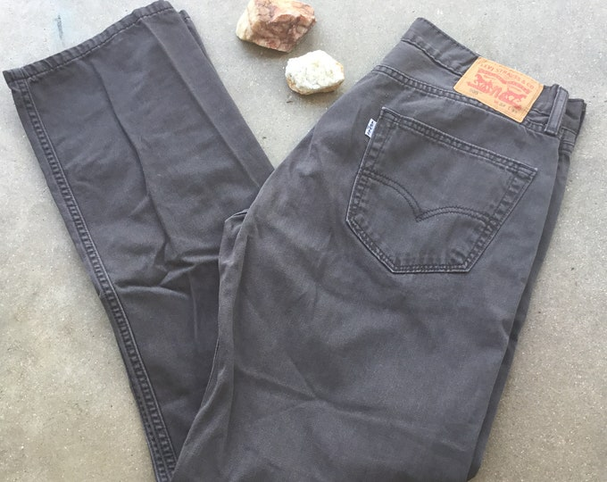 Men's Levi's 505 Jeans, Gray, Straight Fit. Size 33 x 32. Free Priority Mail Shipping in the USA