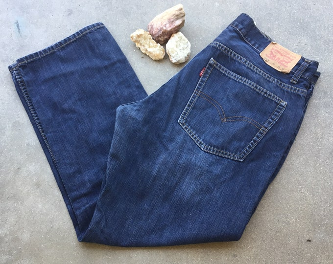 Men's Levi's 505 Jeans, Straight Fit. Size 34 x 28. Free Priority Mail Shipping in the USA