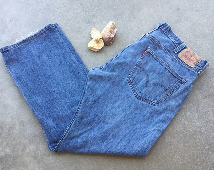 Men's Levi's 501 Jeans, Straight Fit, Stonewashed & Distressed. Size 40 x 32. Free Priority Mail Shipping in the USA