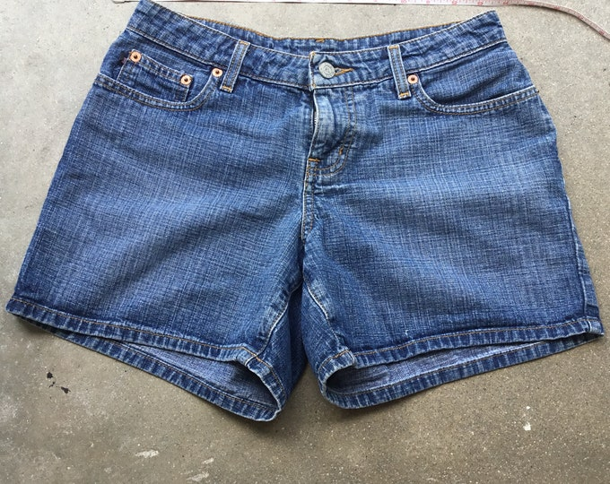 Woman's  Ralf Lauren Jean Shorts, Very cute and comfortable. Size 2 Free Priority Mail Shipping in the USA