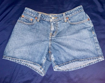 Vintage Polo Ralph Lauren womens denim Saturday shorts in size 2. In great shape. Free shipping
