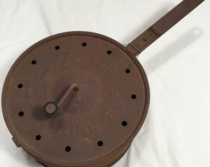Vintage EZ Pop camping popcorn popper. In rusty antique shape. Works well. Free shipping