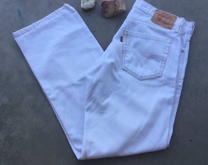 Men's Levi's 529 White Jeans, Low Rise Straight Fit. Size 32 x 32. Free Priority Mail Shipping in the USA
