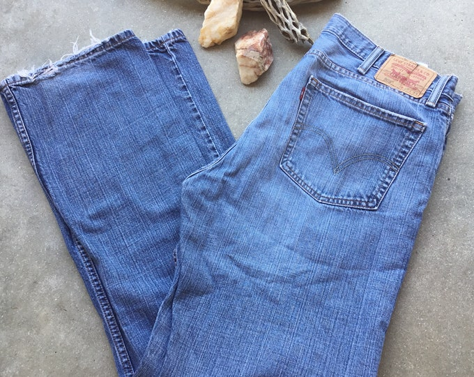 Men's Levi's 505 Jeans, Straight Fit, Stonewashed & Distressed. Size 38x34. Free Priority Mail Shipping in the USA