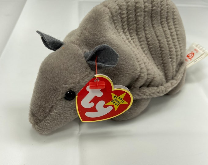 Rare with errors Tank the Armadillo Beanie Baby! Style 4031 with P.V.C. Pellets.  In great shape. Free Shipping