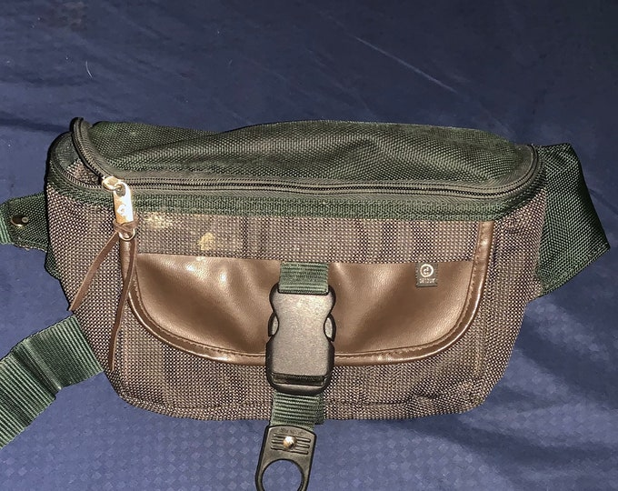 Rare and unique vintage 1990s Samsonite Fanny pack waist bag. In good vintage shape. Free Shipping