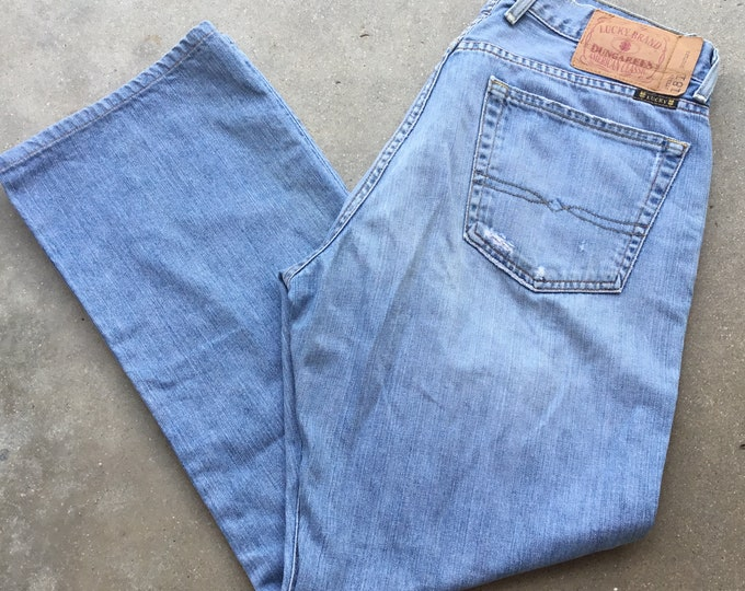 Lucky Brand Dungarees American Classic, Broken in Very cool soft and comfortable. Size 32 x 30 Free Priority Mail Shipping in the USA