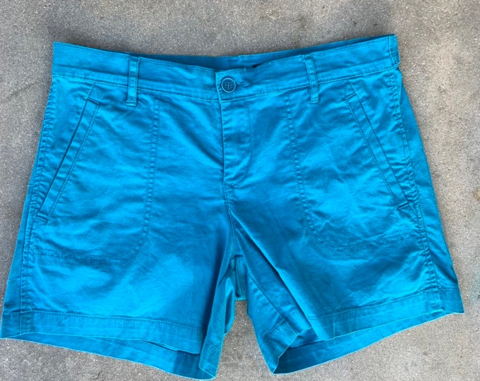 Calvin Klein womens shorts. Size 6. 28 inch waste. Free shipping