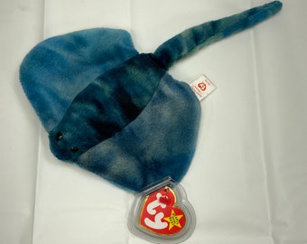 Rare with errors Sting the stingray Beanie Baby! Style 4077 with P.V.C. Pellets.  In great shape. Free Shipping