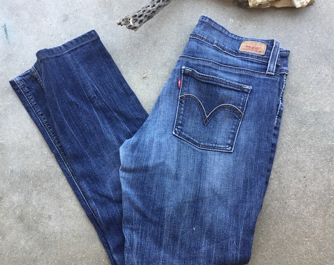 Women's Levi's Jeans, Super low, Size 7. Free Priority Mail Shipping in the USA
