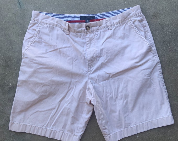 Men's Tommy Hilfiger Cotton Shorts. Very cool soft and comfortable. Size 36 Free Priority Mail Shipping in the USA