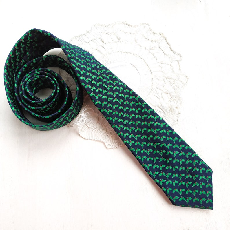 Holiday Holly berry ties Christmas man accessory Ugly sweater party tie. Men/'s Fashion Necktie Novelty tie