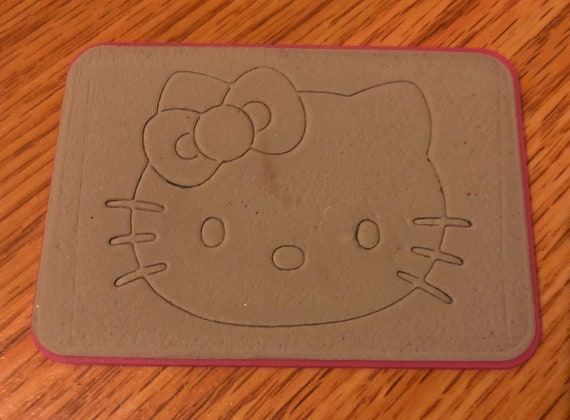 Bonjour kitty dies Sizzix Hello face Kitty face Hello w / bow Rare coupe papier vélin Collage Scrapbooking Kawai faisant anniversaire cadeau Carterie f83b15