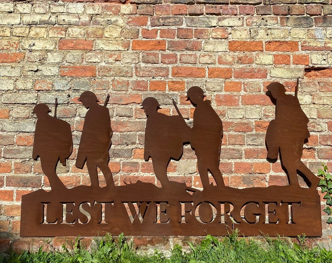 Rusty Metal Soldier Scene / Lest We Forget Plaque / Soldier Garden Decoration / poppy day , memorial day , remembrance day , veterans day ,