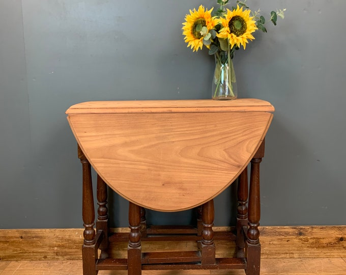 Gate leg Table / Drop Leaf Table / Sideboard/ Shabby Chic Table /
