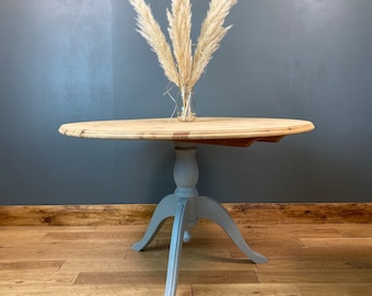 Vintage Round Pine Table / Kitchen Table / Dining Table / Painted Shabby Chic