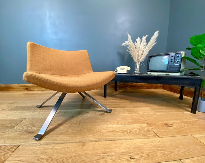 Retro Lounge Chair / Vintage Chair / Modernist Armchair / Contemporary Design