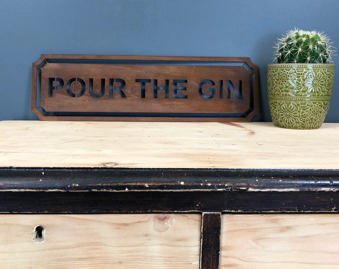 Rusted POUR THE GIN Word Sign Metal Shop Home Rustic Pub Cafe Bar Cocktails Drinks