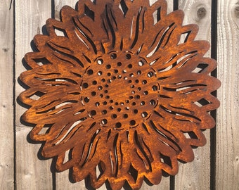 Garden sunflower / rusty metal sunflower / garden wall plaque / garden ornament / fence decoration / garden sign / rustic garden decor