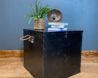 Vintage Army Trunk / Vintage Chest/Trunk Coffee Table / Rustic Box Storage