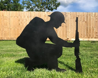 Metal Lest We Forget KNEELING ARMY SOLDIER Silhouette , Garden Decoration , garden Statue , Garden Feature , remembrance day gift ,