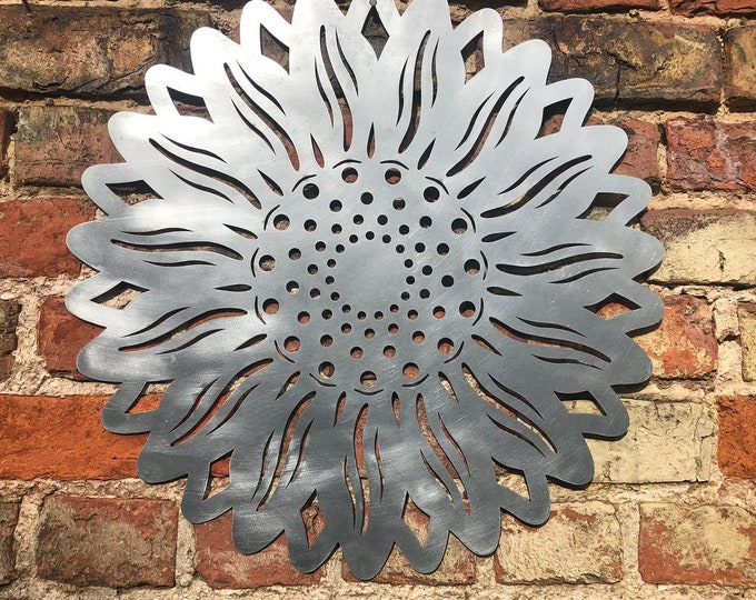 Garden sunflower / galvanised steel sunflower / wall plaque / garden ornament / wall decoration / fence decor / garden sign