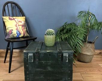 Vintag Trunk / Vintage Chest / Army Trunk  / Vintage Coffee Table / Industrial