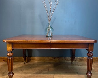 Reproduction Antique Victorian Mahogany Dining Table / extending table
