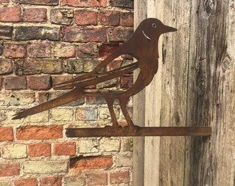 Rusty Metal magpie Garden ornament ,  garden sign , garden birds decoration , rustic garden decor , rusty garden animals , rusted metal bird