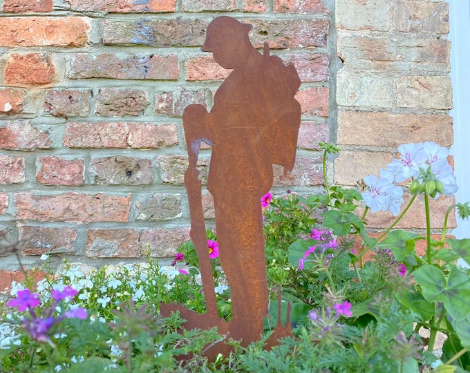 SOLDIER STATUE SIGN  , Lest We Forget sign , Garden Statue , remembrance gift , garden sign , poppy day , remembrance day  , memorial day