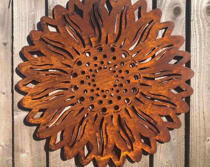 Garden sunflower / rusty metal sunflower / garden wall plaque / garden ornament / fence decoration / garden sign / rustic garden decor