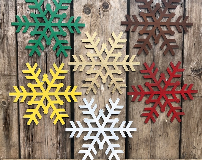 Rustic SNOWFLAKE Christmas decoration , Christmas Sign ,  rustic Christmas decor ,  Christmas Ornament , Winter Snow , mantle wall feature