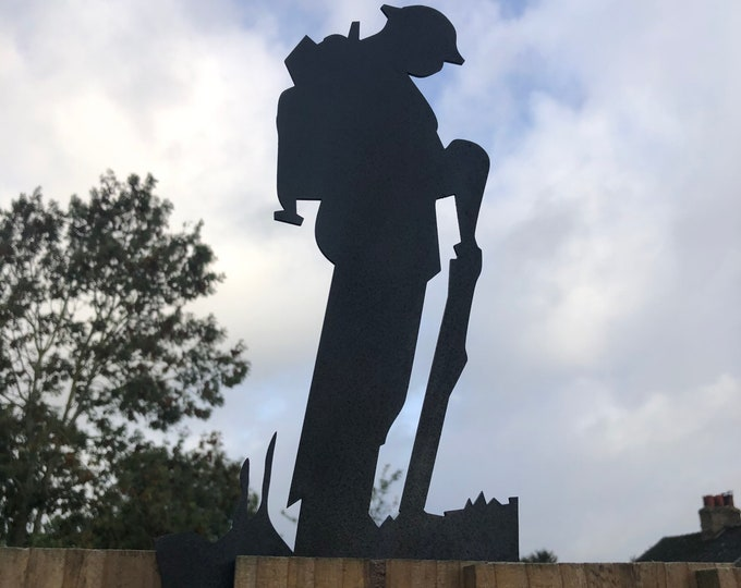 GARDEN DECORATION , BLACK Lest We Forget sign , Soldier statue  , Garden Statue , Garden Feature , Father's Day gift , Father's Day present