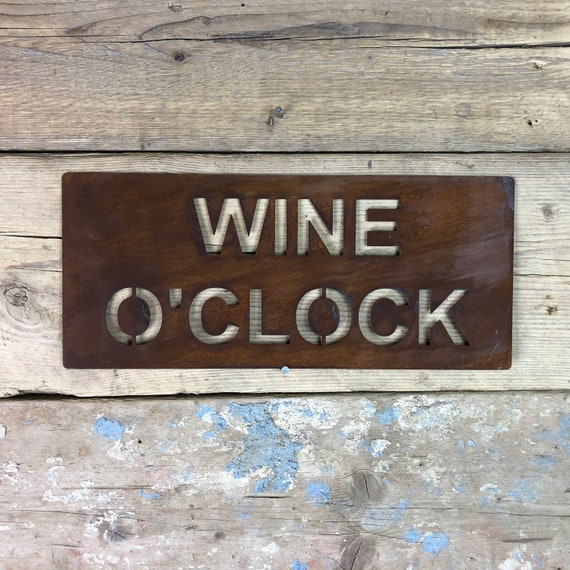 Rusted WINE O CLOCK Plaque Word Sign Metal  Novelty Christmas Birthday Present Gift For Her Mum Mother Lady Women Girlfriend Wife