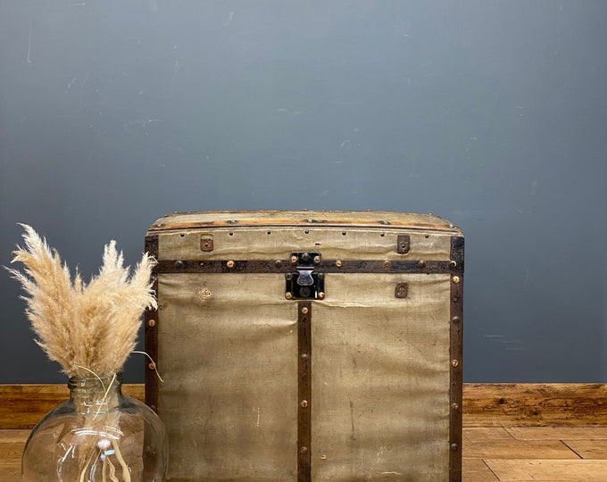 Antique Travelling Trunk / Dome Top Trunk  / Box Storage / Antique Chest