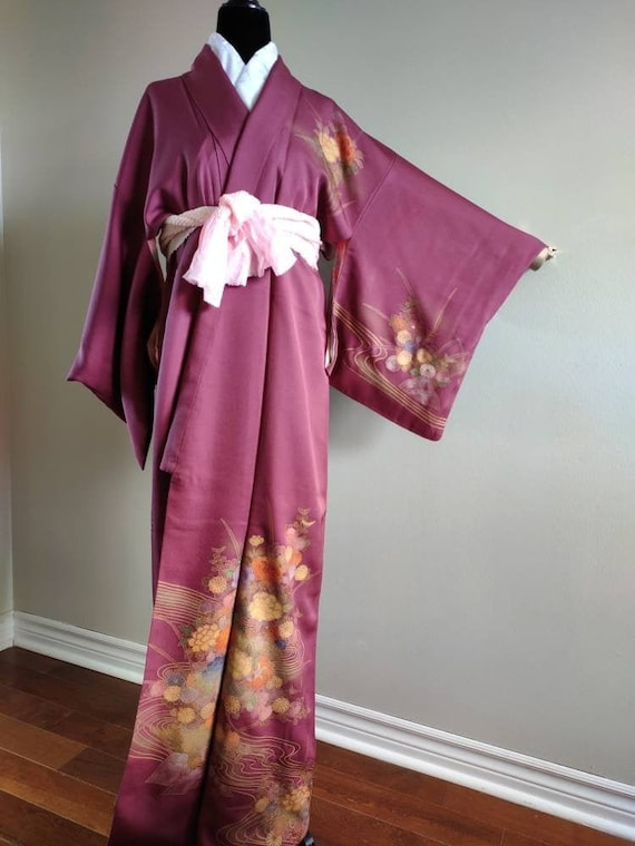 Vintage Silk Japanese kimono /burgundy flower tsuk