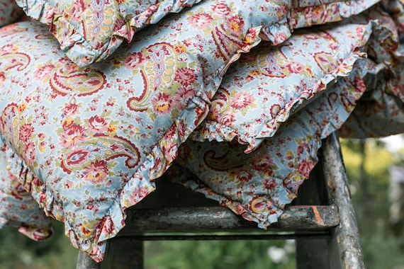 Vintage English double rose~paisley eiderdown quilt