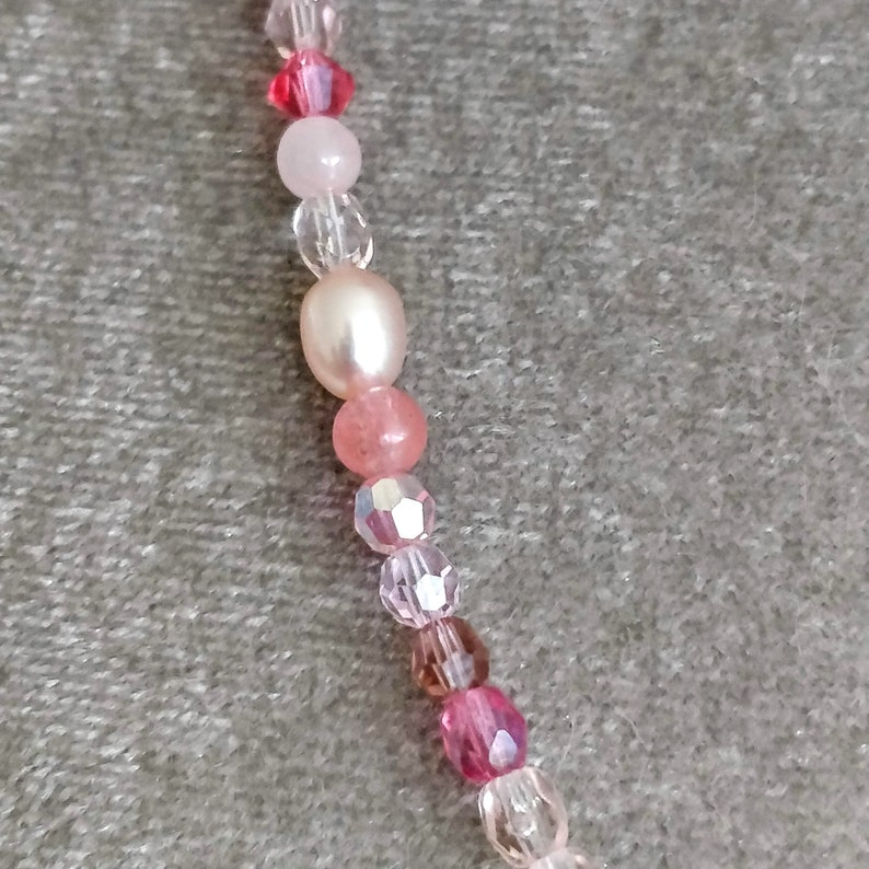 Boho chic necklace vintage inspiration pale pink built