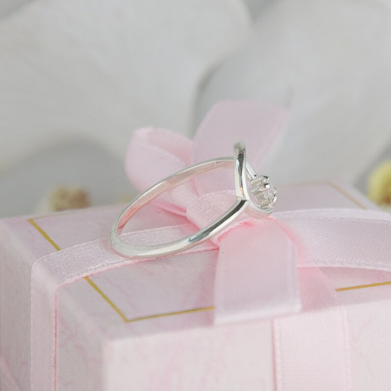 Dainty ring Promise ring gold Geometric ring White gold cz ring,Women promise ring Tiny ring Everyday ring Round ring Minimalist ring