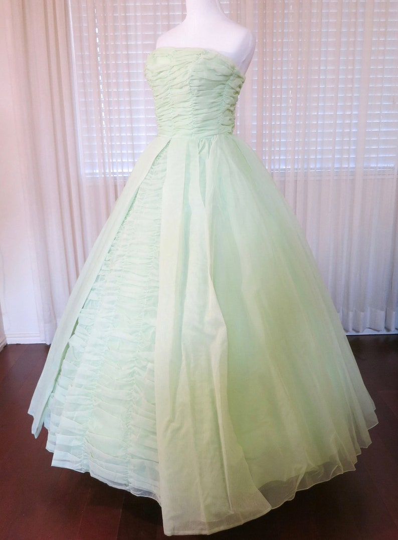 e522f54b705 Vintage Ball Gown Prom Dresses