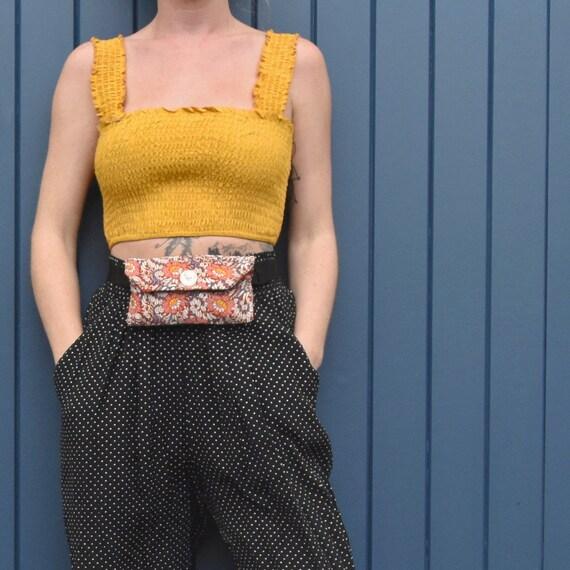Sac de ceinture fait à la main Floral rouge, sac banane, Fanny Pack, ceinture argent, ceinture de voyage, sac de hanche, WaistBag, sac à dos, vêtements de fête, des matériaux recyclés