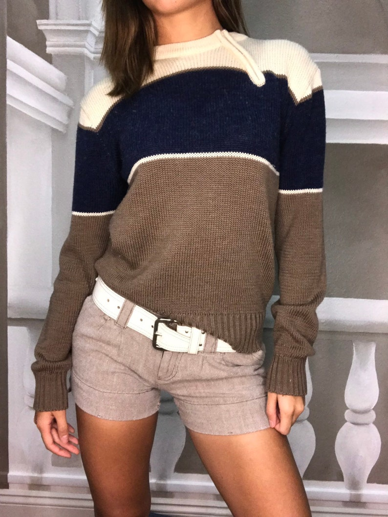 Cool vintage zip closure pull over sweater