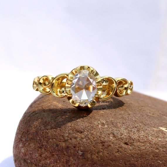 Great Quality Round Shape Solid 14KT Yellow Gold 3.80 Carat Engagement Ring