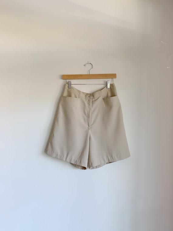 Bermuda shorts, High waist shorts, beige shorts, r