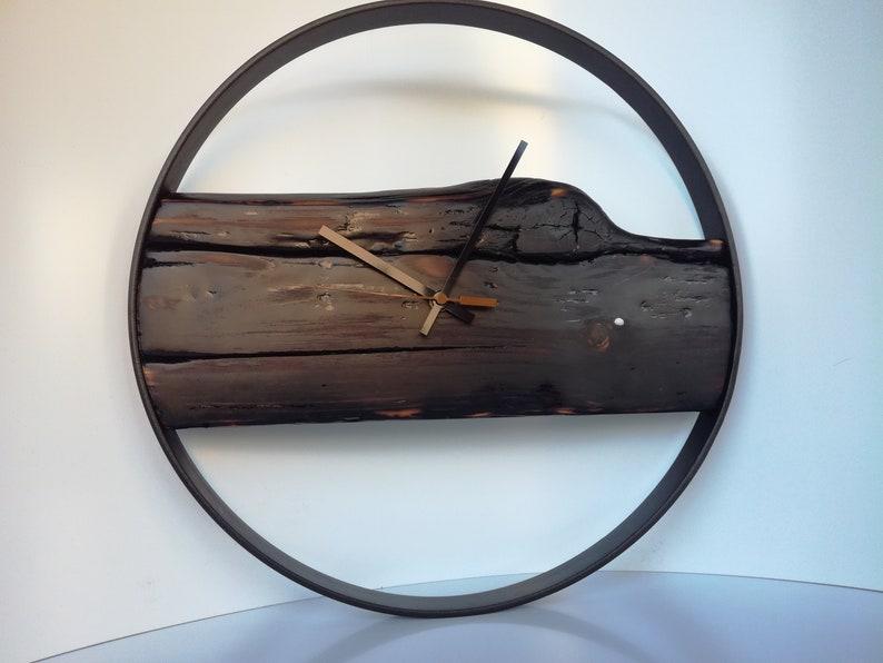 Horloge murale en bois et métal, Dark.