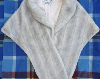 True vintage faux fur synthetic arctic fox stole cape wrap white beige  natural size XS S 6-10 Martin Moddel Sydney 60s autumn Glenoit pin up faccd99adaeed