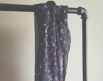 916a4cb870e0 Bleu marine minuscule Floral cravate de cheveux ou un foulard